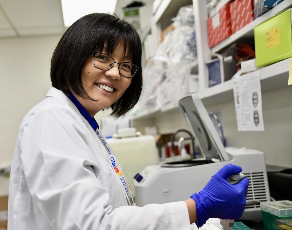 Cynthia Ju in Her Lab