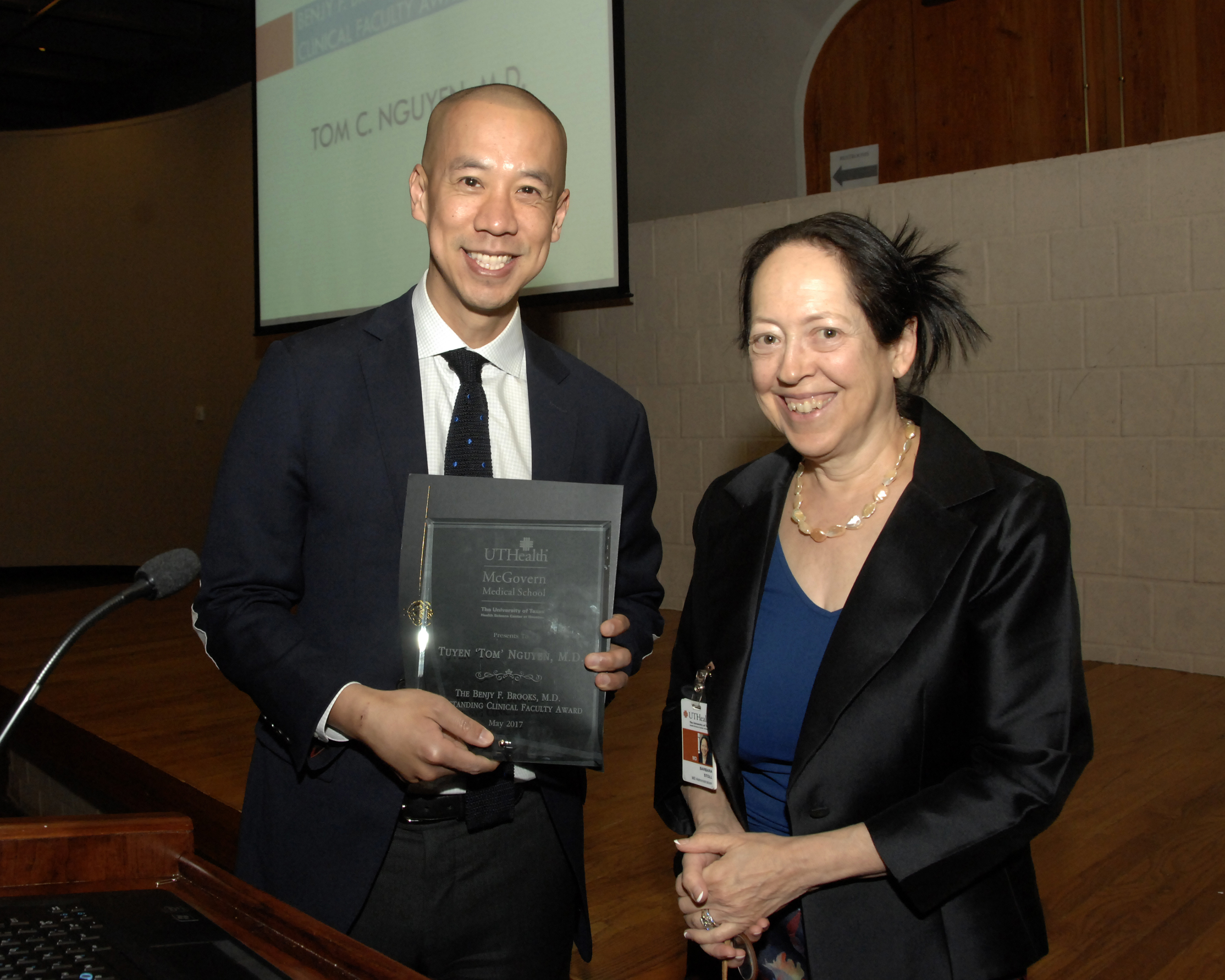 Dr. Tom Nguyen receives the Benjy Brooks award from Dean Stoll.