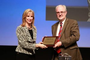 William G. Powderly, M.D., president of IDSA, presents Barbara E. Murray, M.D., with the Alexander Fleming Lifetime Achievement Award. Photo credit: IDWeek