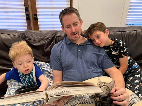 Nathan Hoot reading to children